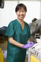 uma limpeza ordenada de uma enfermaria de hospital foto