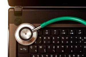 estetoscópio médico e conceito de tecnologia. foto