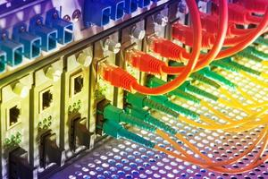 cabo de fibra óptica no centro de tecnologia foto