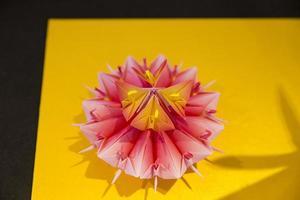 flor de origami rosa