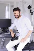 retrato de jovem fotógrafo foto