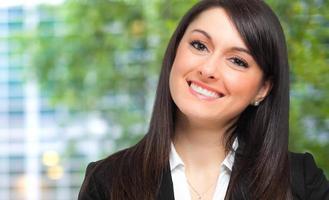 retrato sorridente de empresária foto