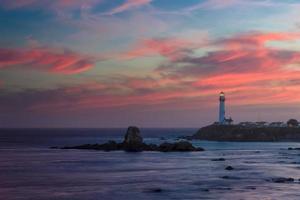 farol ao pôr do sol, farol do ponto do pombo, costa do pacífico, califórnia, estados unidos da américa