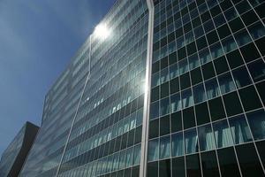 janela vidro fachada edifício de escritórios foto