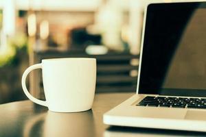 xícara de café para laptop foto