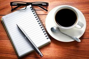 caderno e cálculo de página em branco foto