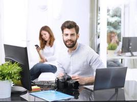 trabalho em equipe no escritório foto