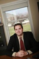 jovem consultor financeiro em um escritório
