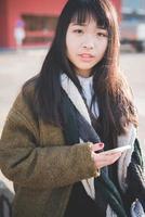 mulher jovem bonita hipster asiática foto
