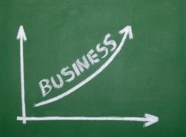 Finanças gráfico de negócios na economia de lousa