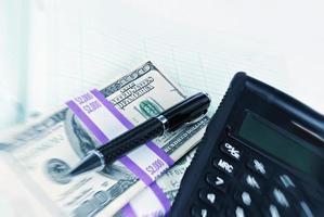 finanças domésticas conosco moeda de papel foto
