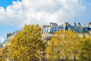 Praça da Bastilha em Paris durante o verão