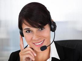 funcionário de callcenter com fone de ouvido foto