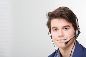 retrato, de, um, sorridente, call center, empregado, desgastar, headset foto