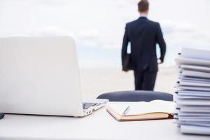 cansado da vida no escritório. foto