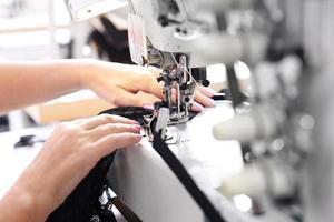 costura de roupas íntimas. foto