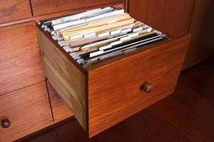 armário de arquivo de madeira foto