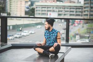homem jovem bonito barbudo hipster foto
