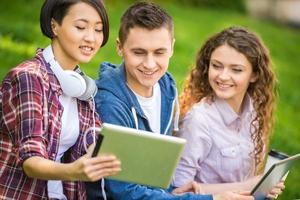 estudantes ao ar livre foto