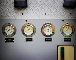 medidores ou metro velho motor de caminhão de bombeiros foto