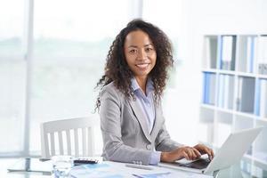 gerente de escritório asiático foto