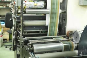 impressão de etiquetas na máquina offset