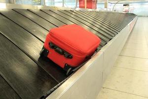 reivindicação de bagagem carrossel de bagagens foto