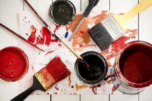 pincéis e tintas. foto