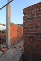 local de construção residencial com bloco de tijolo foto