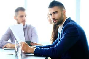 parceiros de negócios na reunião foto