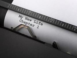 """mensagem """"minha nova vida"""" digitada pela máquina de escrever vintage. foto"""