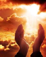 oração para o céu - conceito de fé foto