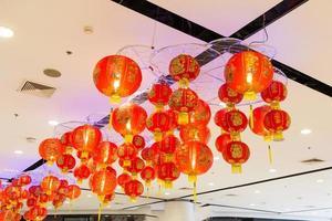 belas lanternas asiáticas vermelhas e amarelas