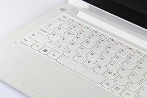 teclado de computador branco. foto
