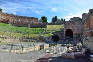 teatro grego na cidade antiga taormina foto