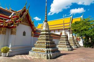stupas antigos budismo foto