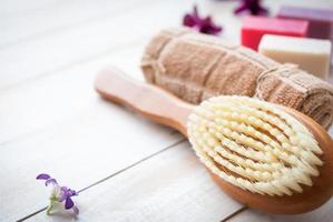 definido para procedimentos de massagem ou cuidados com o corpo com diferentes ingredientes foto