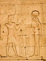 faraó e deusa antiga foto
