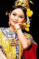 dançarina clássica tailandesa foto