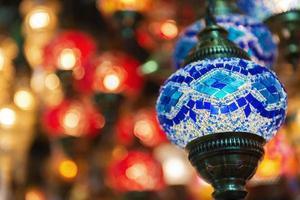 arabesco islâmico e luzes do Oriente Médio foto