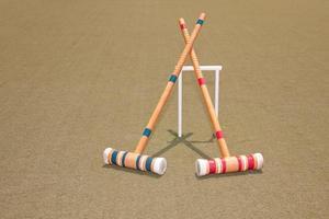 dois marretas de croquet foto