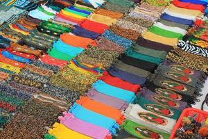bordados à venda em um mercado no México foto