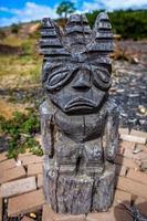 estátua de tiki tiki foto
