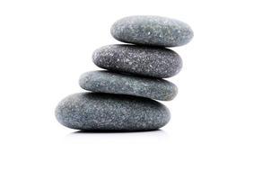 pedra zen e spa sobre fundo branco