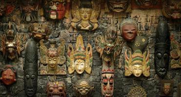 máscaras de madeira balinesa