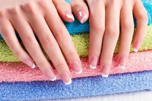manicure francesa suave.