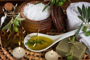 artigos de higiene para banho e spa de azeitona foto