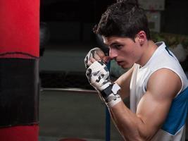 homem caucasiano boxer foto