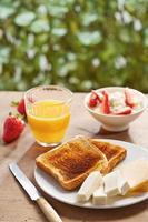 torradas de pão no café da manhã
