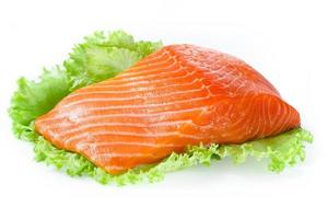 filé de salmão isolado no branco foto